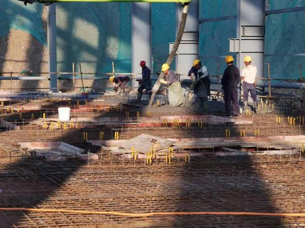 金磊项目筛分间4米平台混凝土顺利浇筑完成